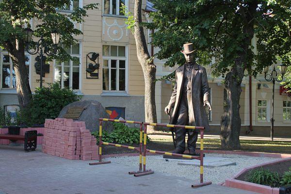 """Jego pomnik ma prawie 3 metry. Mówili na niego """"Witebski Olbrzym"""""""