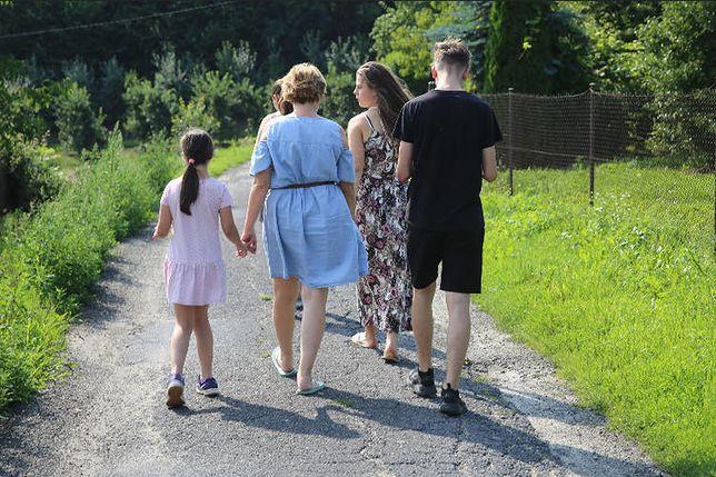 Katarzyna Jastrząb jest mamą siedmiorga dzieci. Pięcioro z nich urodziło się innym rodzicom