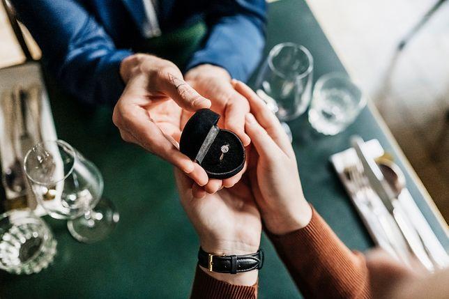Na zaręczyny tylko brylant… Ile powinien kosztować pierścionek zaręczynowy i jaki powinien być?