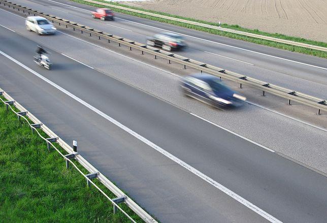 Posłowie chcą zwiększenia minimalnej odległości od wyprzedzanego motocykla do 1,5 m.