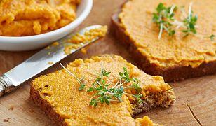Zdrowa i pyszna pasta kanapkowa z marchewki