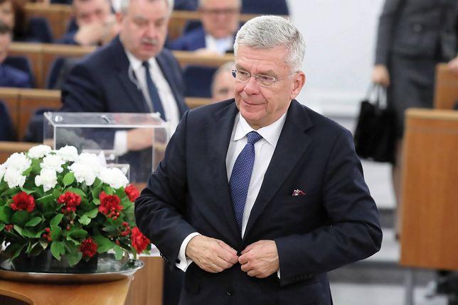 Wicemarszałek Senatu Stanisław Karczewski już pracuje w szpitalu w Nowym Mieście nad Pilicą. Po zakażeniach koronawirusem zabrakło tam lekarzy.