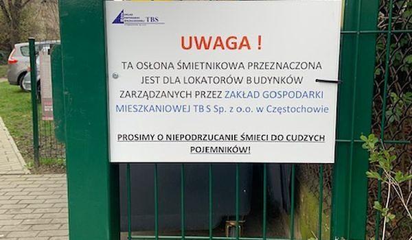 Śląskie. Zakład Gospodarki Mieszkaniowej TBS w Częstochowie mówi dość podrzucaniu śmieci pod osłony śmietnikowe.
