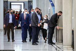 Hartwich próbowała porozmawiać w Sejmie z premierem. Doszło do przepychanki