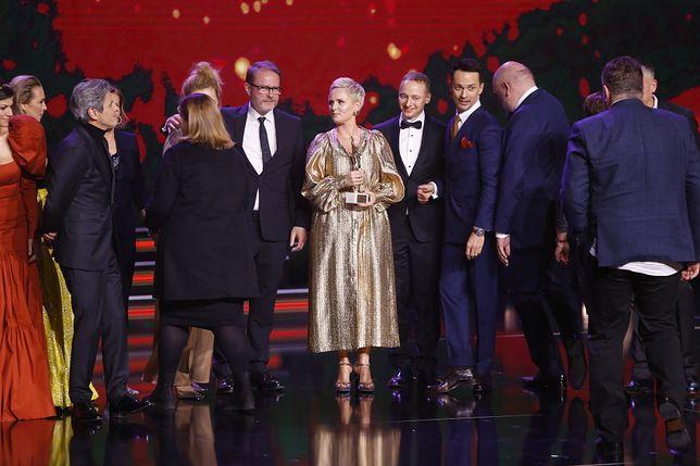 """Telekamery 2020: """"Ojciec Mateusz"""" zdobył Złotą Telekamerę. Podziękowania ekipy rozbawiły publikę"""
