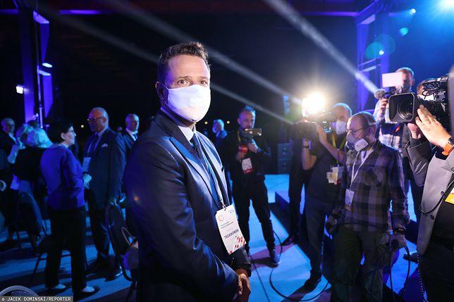 Rafał Trzaskowski na kilka minut przed przemówieniem Donalda Tuska