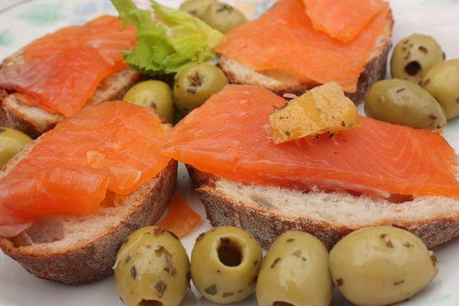 Łosoś wędzony dostarcza cennego i pełnowartościowego białka. Przepisy z łososiem wędzonym