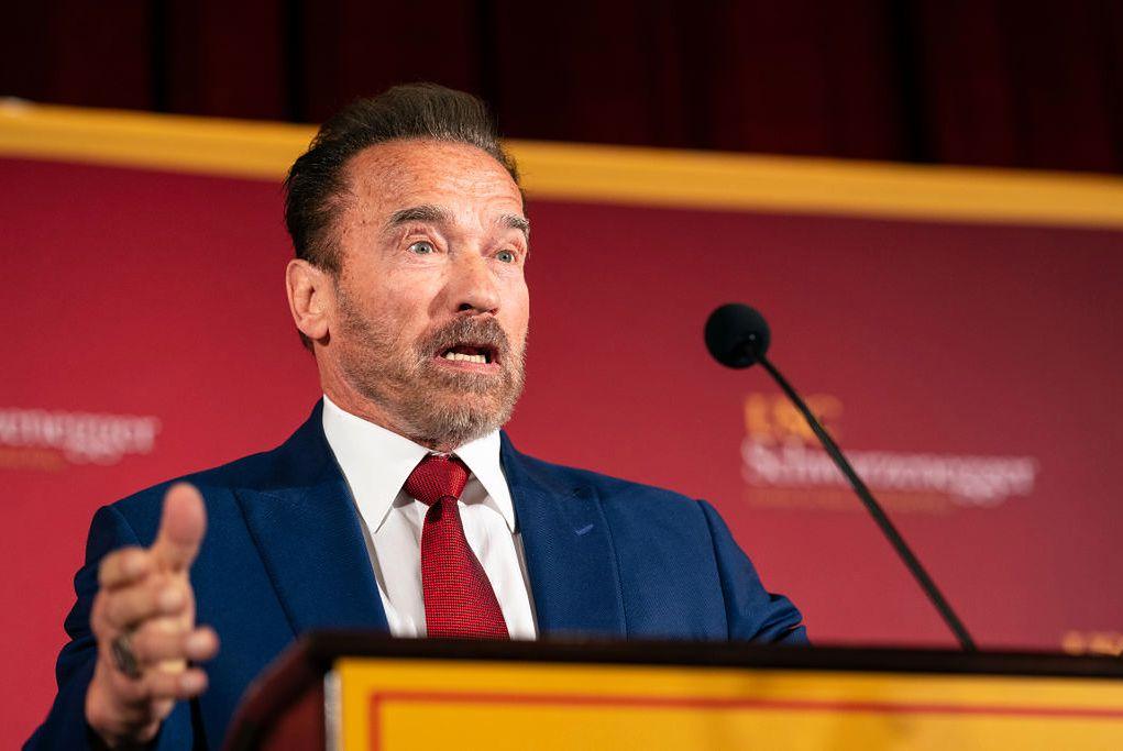 """Arnold Schwarzenegger dał 1 mln dol. na walkę z koronawirusem. """"Pomagajmy bohaterom"""""""