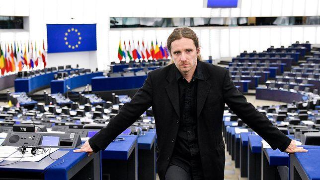 Nowy europoseł od Korwina jest winny 15 tysięcy Skarbówce i ZUS
