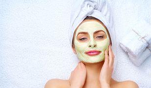 Glinka zielona działa przeciwbakteryjnie i złuszczająco