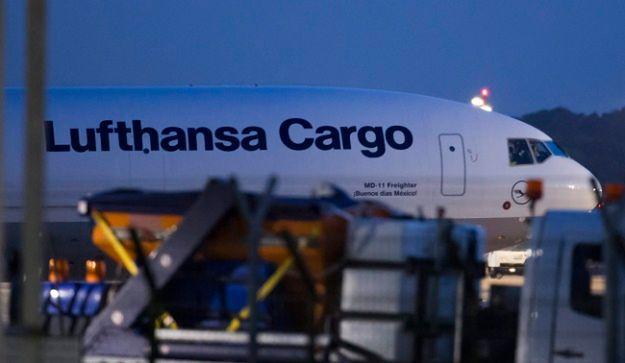 Pierwszy samolot wylądował we wtorek późnym wieczorem na lotnisku w Duesseldorfie