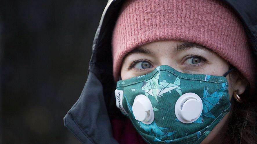 Najlepsze aplikacje do sprawdzania jakości powietrza (Maciej Luczniewski/NurPhoto via Getty Images)