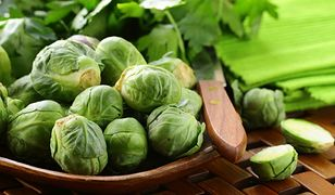 Brukselka jest naturalnym źródłem witaminy C. 100 gramów tego warzywa zapewni dzienne zapotrzebowanie na ową substancję. Przepisy z brukselką