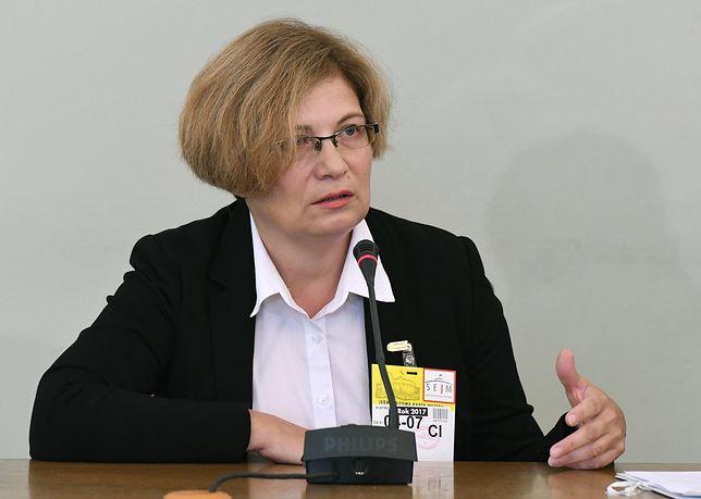 Prokurator Barbara Kijanko zeznaje. Internauci komentują