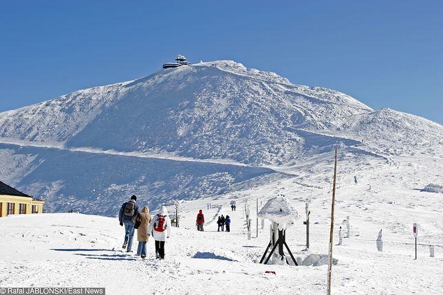 Śnieżka: wchodzili na szczyt w samej bieliźnie, wrócili z hipotermią