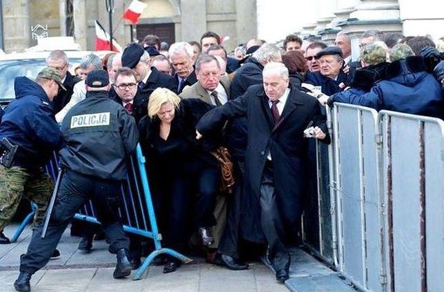 PiS atakuje Frasyniuka nagraniem policji. Internauci bezlitośnie ich wypunktowali