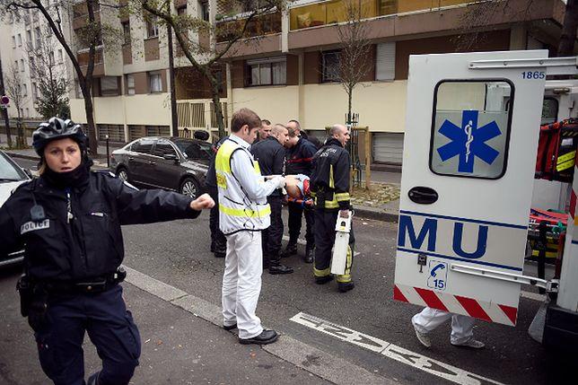 Ratownicy na miejscu ataku pod redakcją satyrycznego magazynu