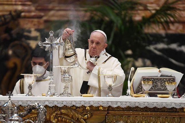Wielki Czwartek. Media: Papież Franciszek odprawił mszę w domu ukaranego kard. Becciu (zdjęcie ilustracyjne)