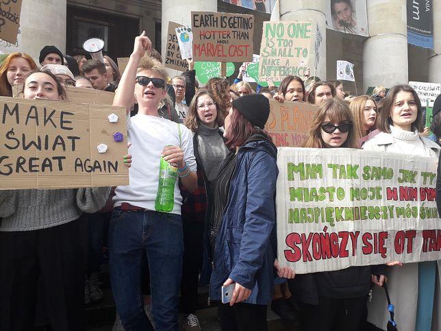 Młodzieżowy Strajk Klimatyczny. Tysiące nastolatków protestowało w Warszawie