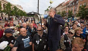 Władysław Frasyniuk wśród demonstrantów