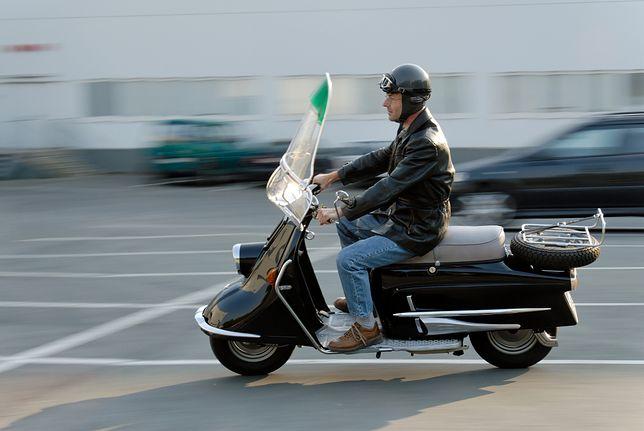 Jazda motorowerem wymaga znajomości przepisów.