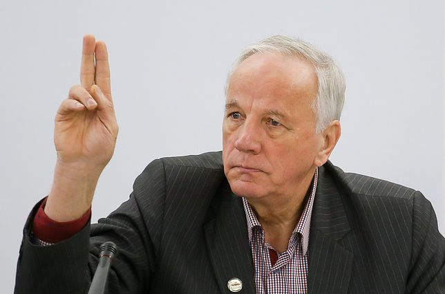 Senator Jan Rulewski uważa, że od niedopałka toaleta przenośna się nie zapali