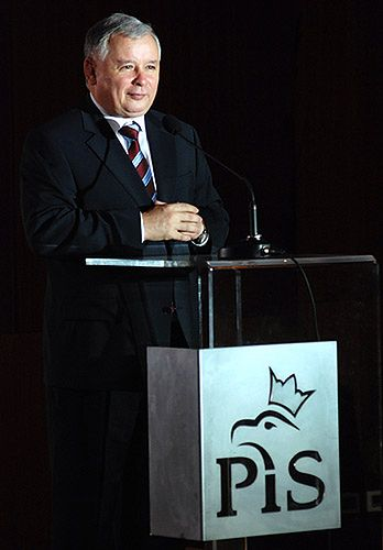 Minister skarbu umorzył dług partii Kaczyńskiego