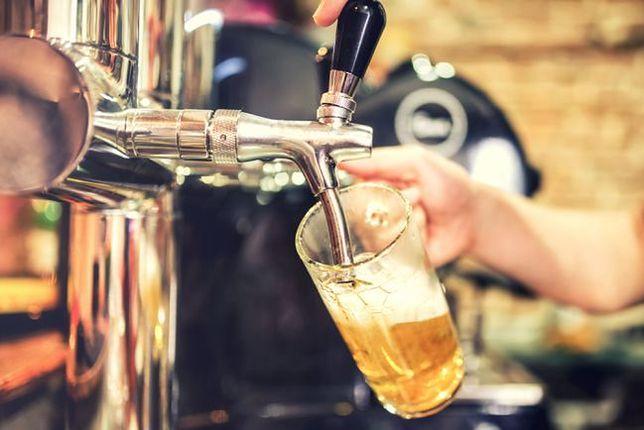 Koronawirus w Polsce. 71-latka sprzedawała piwo w swoim pubie