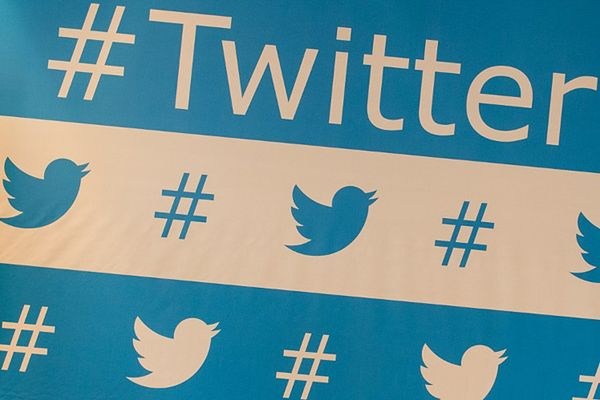 Groźby karalne wobec kobiet psują wizerunek Twittera; firma zareagowała przeprosinami