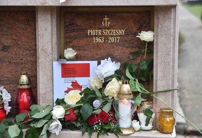 29 października zmarł Piotr Szczęsny, który podpalił się przed Pałacem Kultury i Nauki