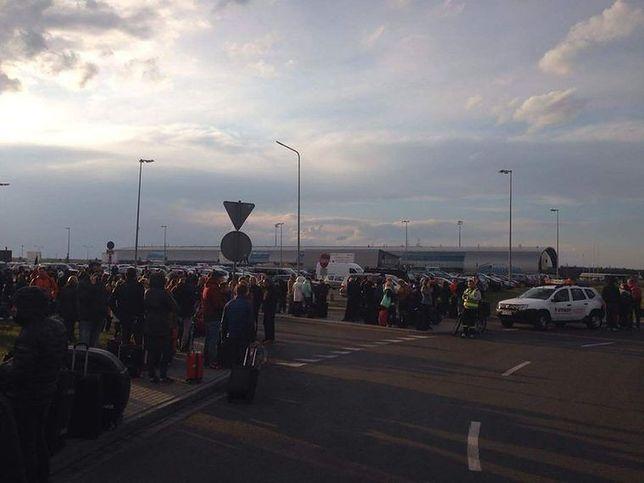 Kolejny alarm bombowy. Ewakuacja lotniska w Modlinie