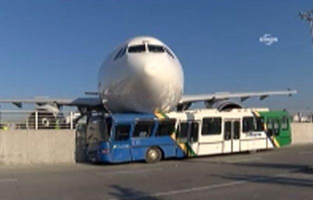 Irański samolot wypadł z pasa na lotnisku w Stambule i uderzył w autobus
