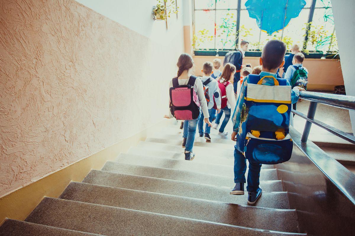 Koszt wyposażenia ucznia w Polsce to wydatek około 1 000 zł