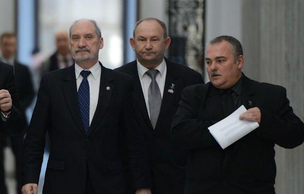Antoni Macierewicz (z lewej) i Stanisław Zagrodzki (z prawej)