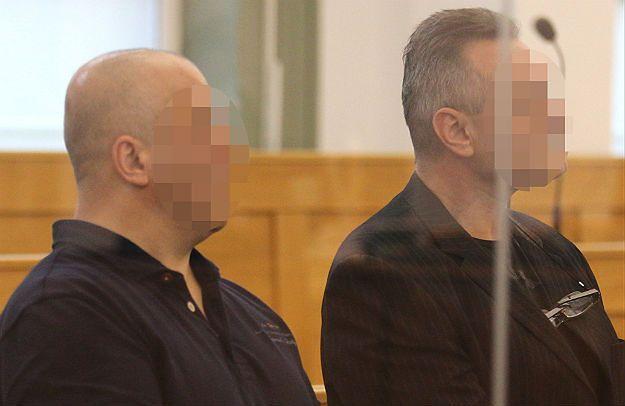Oskarżeni Janusz T. ps. Krakowiak i Robert L. na sali rozpraw