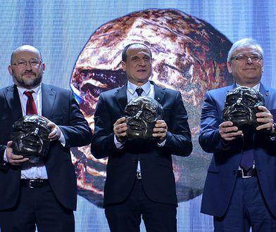 Laureaci nagród od prawej: Andrzej Zarajczyk, Paweł Kukiz, Paweł Jabłoński