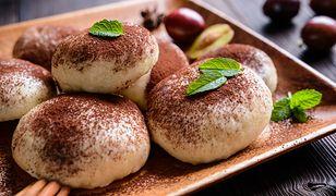 Ciasto na parowańce tradycyjnie wyrabia się z mąki pszennej
