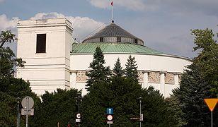 Sejm wprowadził poprawki dot. nowych kart parkingowych dla niepełnosprawnych