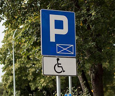 Przez rok wydano ponad 212 000 kart parkingowych dla niepełnosprawnych