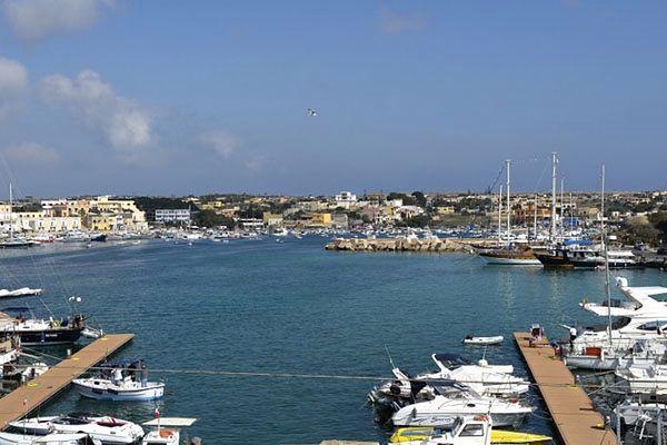 Port w Lampedusie