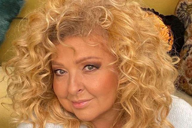 Fani rozpoznają ją po bujnych blond lokach. Nie zawsze tak było