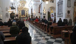 Rośnie liczba apostazji w Polsce. Kościół zbiera dane