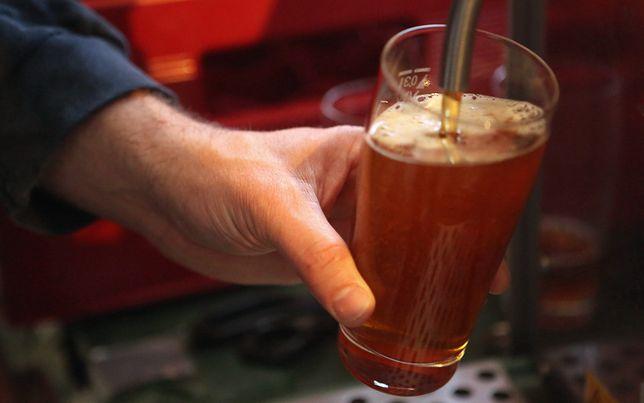 Warszawa wznawia wydawanie zezwoleń na sprzedaż alkoholu