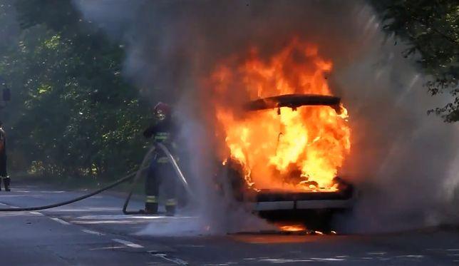 Zielona Góra: auto stanęło w ogniu podczas jazdy