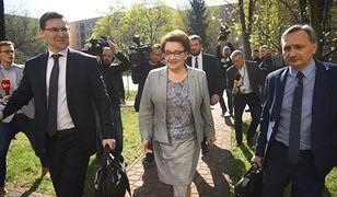 Minister Anna Zalewska w drodze na negocjacje z ZNP.