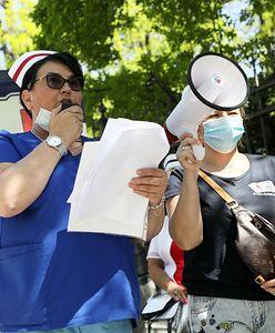 """Kolejne środowiska popierają strajk pielęgniarek. """"Wyrażają sprzeciw wobec polityki płacowej"""""""