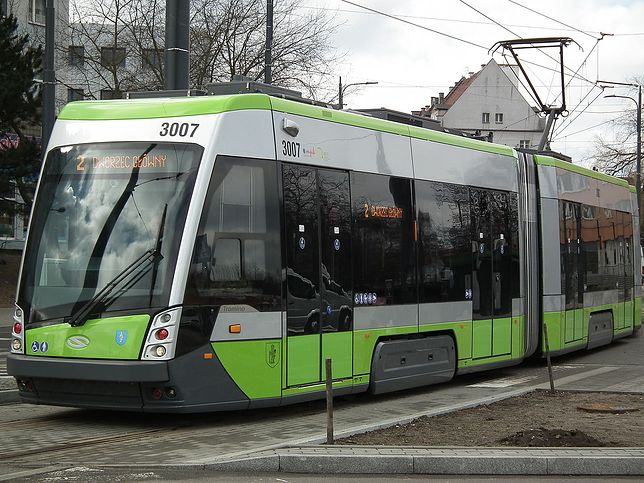 Olsztyn. Matka pojechała tramwajem, a jej syn został na przystanku. MPK bada sprawę