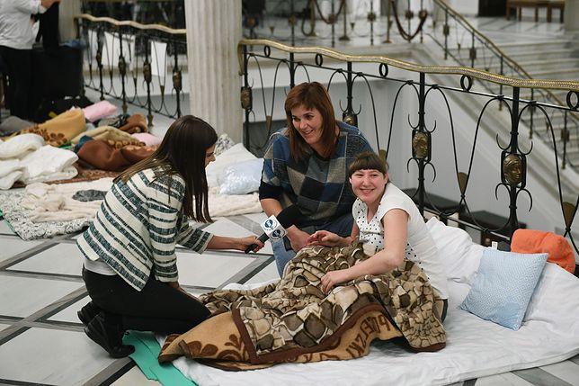Alicja i jej córka Kinga opuszczają Sejm