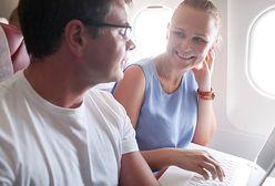Romans na pokładzie samolotu? Ta historia stała się hitem internetu