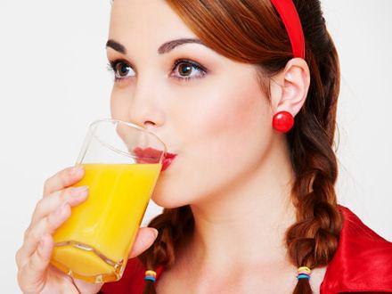 Dbaj o włosy pijąc soki